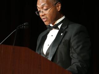 Reginald Layton of Johnson Controls accepts 2015 Corporate Innovation Award